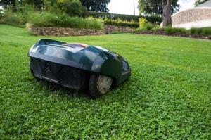 Rasenmähroboter sind für unterschiedliche Gartenflächen geeignet