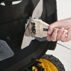 Wartung der Messer bei einem Roboter-Rasenmäher